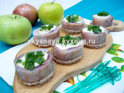 Праздничная закуска: рулетики из сельди