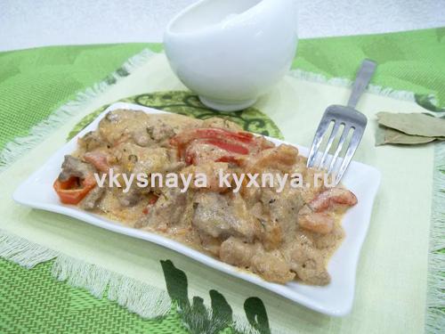 Тушеная свинина с болгарским перцем