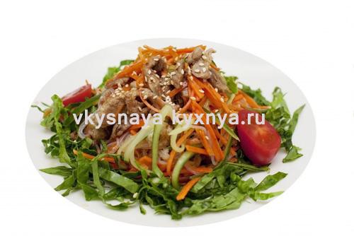 Теплый салат со свининой по-корейски