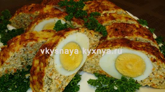 Рулет из куриного фарша с яйцом