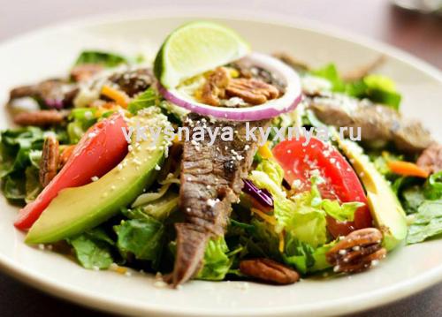 Салат с жареным мясом: простой рецепт приготовления