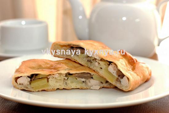 Как приготовить пирог с курицей, картошкой и грибами из слоеного теста