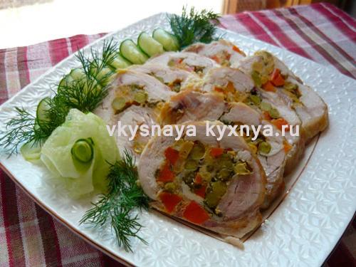 Куриные грудки с овощами в мультиварке в виде рулетиков