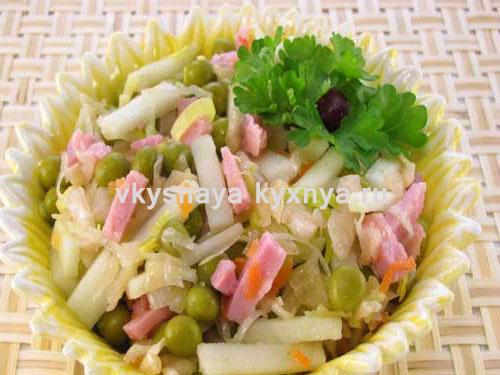 Салат из квашеной капусты с яблоком
