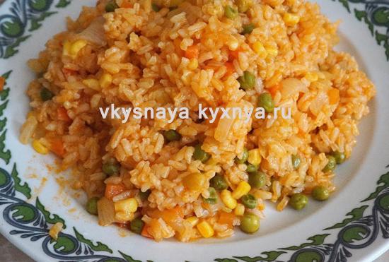 Вегетарианский плов из риса с овощами в мультиварке