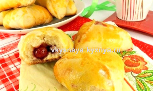 Пирожки из картофельного теста с вишней, рецепт в духовке