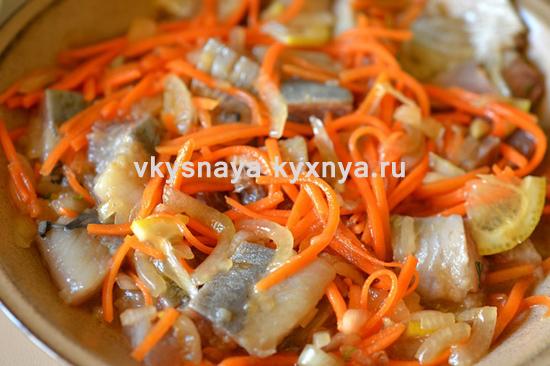 Закуска из селедки с морковью и луком