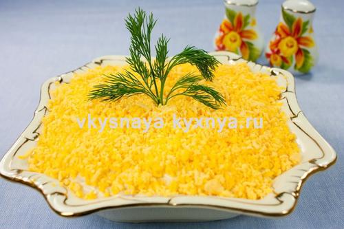 "Салат ""Мимоза"" со шпротами: классический рецепт"
