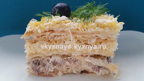 Закусочный торт «Наполеон»: рецепт с консервами