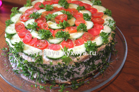 Закусочный торт с консервами: рецепт с килькой в томате