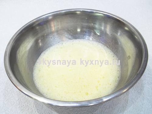 Добавим соль с сахаром и перемешаем