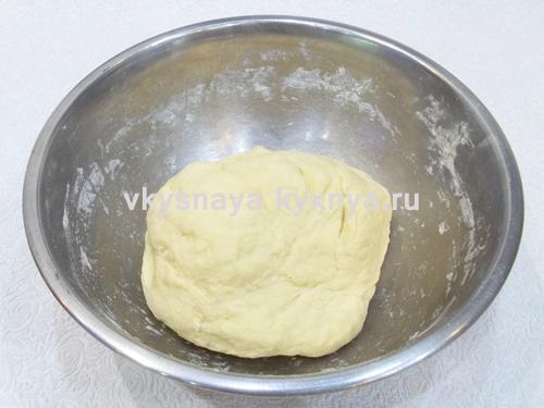 Вымешаем эластичное тесто