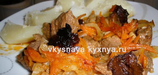 Свинина тушеная с черносливом: рецепт в мультиварке