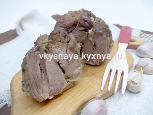 Свинина, запеченная в духовке с пряностями по-домашнему