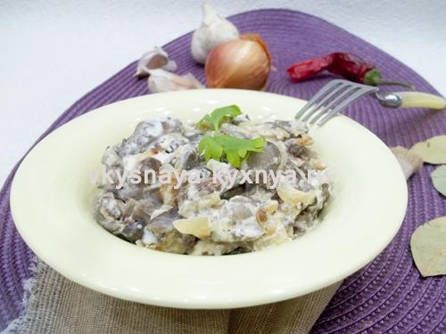 Лесные грибы в сметанном соусе: рецепт с пошаговыми фото