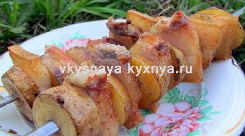 Запеченная картошка с салом в фольге: вкуснее не бывает!
