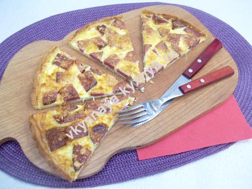 Французский пирог киш с колбасой и сыром