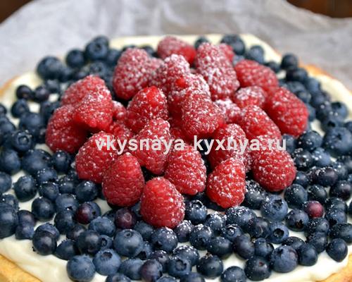 Творожный пирог с ягодами в духовке