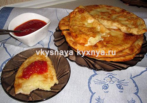 Чебуреки с картошкой жареные на сковороде