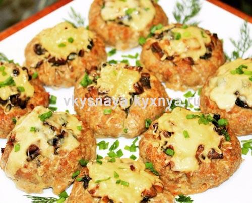 Гнезда из фарша с грибами и сыром в духовке