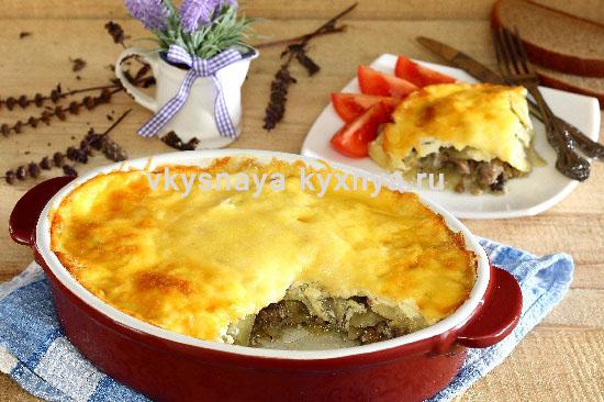 Картофельная запеканка с фаршем, грибами и сыром в духовке