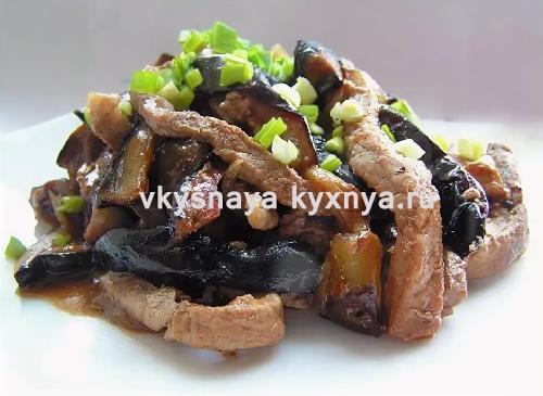 Жареные баклажаны с мясом на сковороде