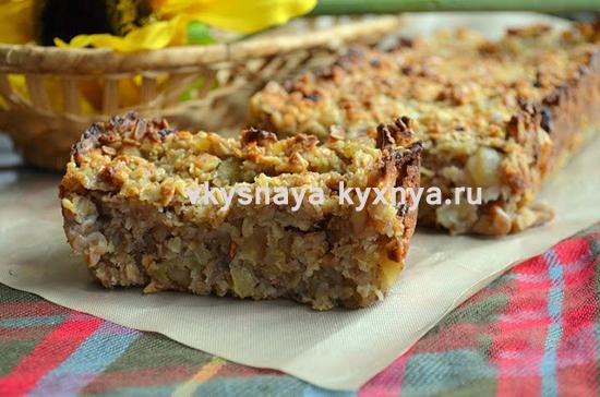 Пирог из овсяных хлопьев с яблоками