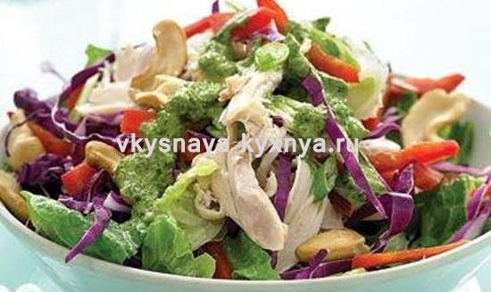 Легкий салат с курицей и овощами без майонеза