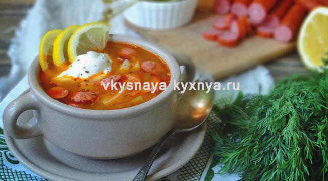 Рецепт солянки с колбасой и лимоном