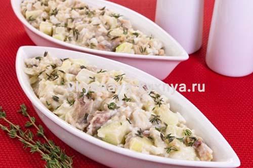Картофельный салат селедкой и яблоком