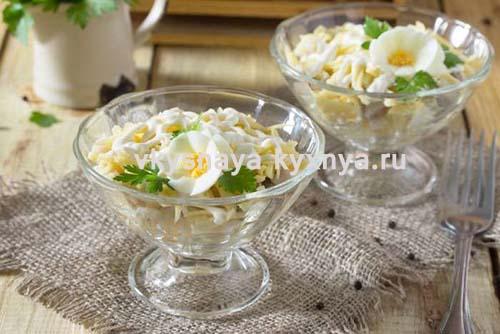 Салат с селедкой, сыром и яйцом